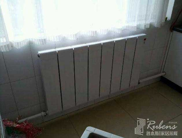 安装效果图          卧室窗台下横放暖气片装修效果图         窗台